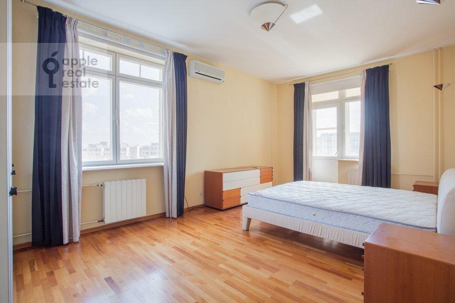 Спальня в 4-комнатной квартире по адресу 1-й Спасоналивковский переулок 20