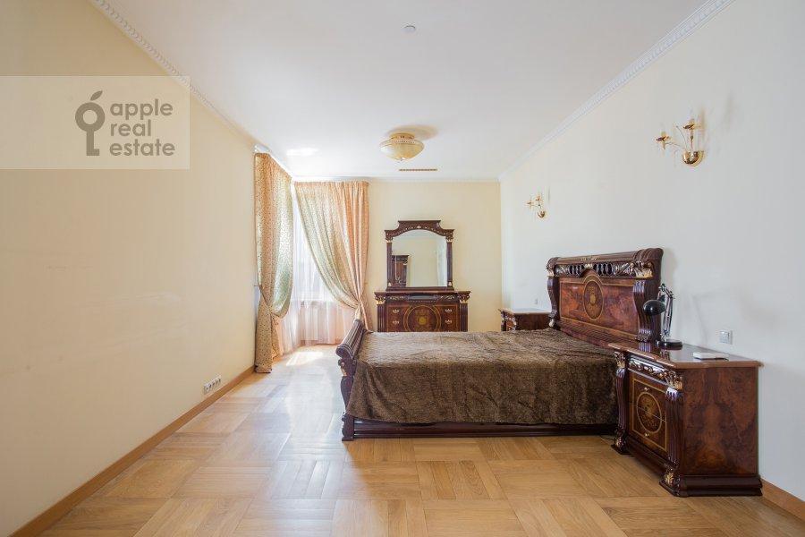 Спальня в 4-комнатной квартире по адресу Мосфильмовская улица 70к3