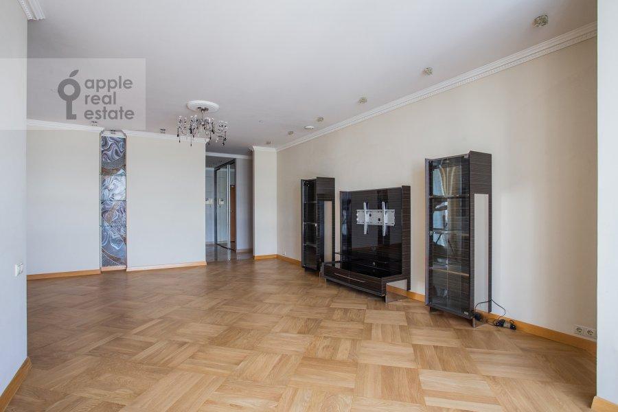 Гостиная в 4-комнатной квартире по адресу Мосфильмовская улица 70к3