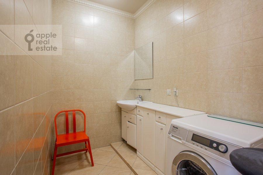 Гардеробная комната / Постирочная комната / Кладовая комната в 4-комнатной квартире по адресу Мосфильмовская улица 70к3