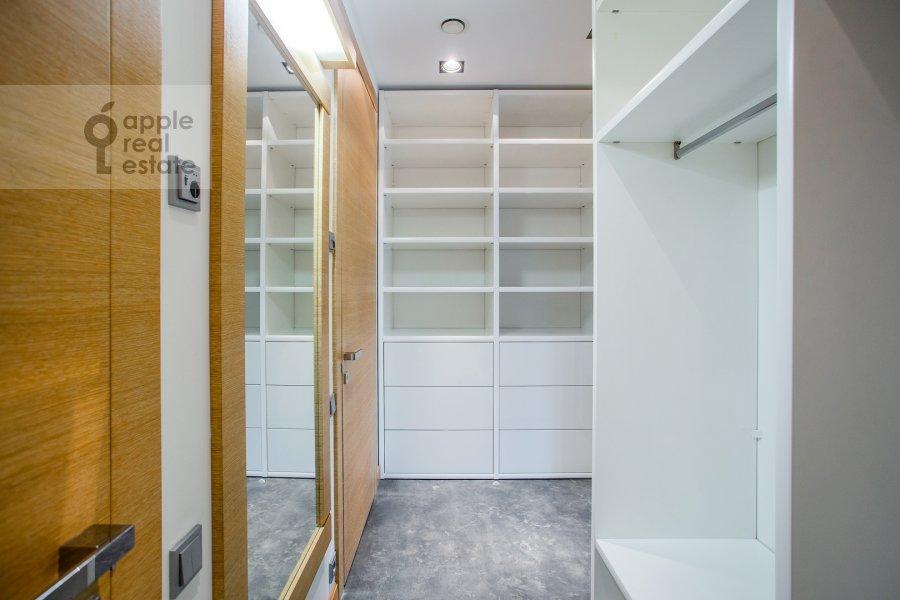 Гардеробная комната / Постирочная комната / Кладовая комната в 3-комнатной квартире по адресу Большая Грузинская улица 69