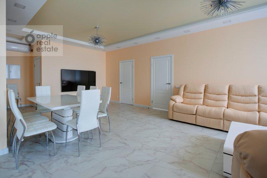 Гостиная в 3-комнатной квартире по адресу Мосфильмовская улица 88к7