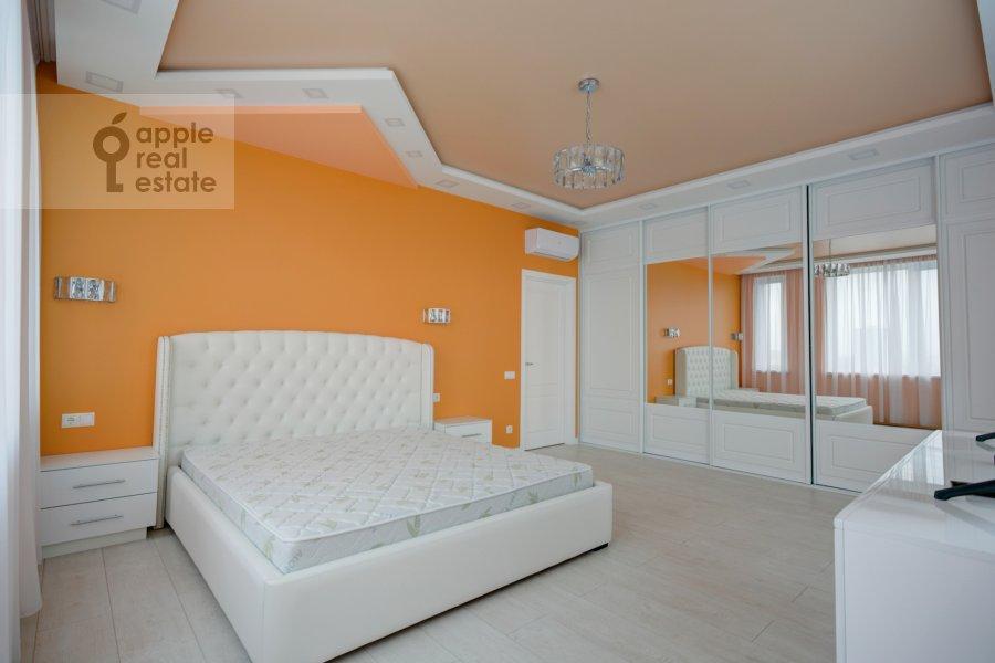 Спальня в 3-комнатной квартире по адресу Мосфильмовская улица 88к7