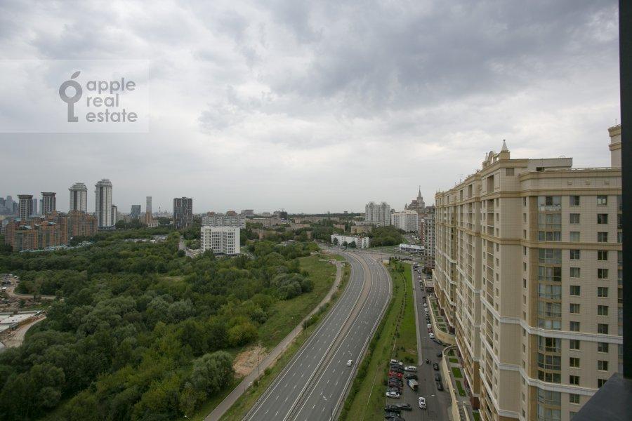Вид из окна в 3-комнатной квартире по адресу Мосфильмовская улица 88к7