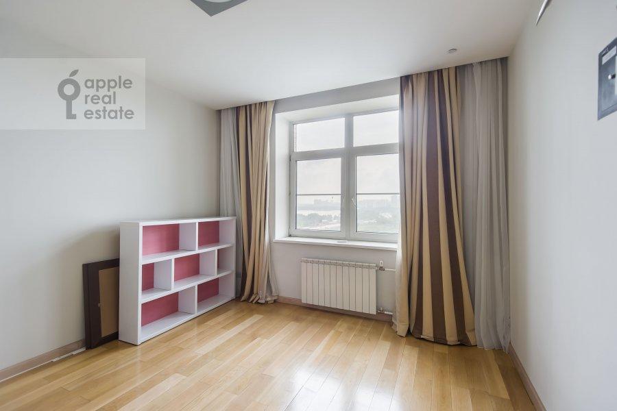 Children's room / Cabinet of the 4-room apartment at Aviatsionnaya ulitsa 79k1