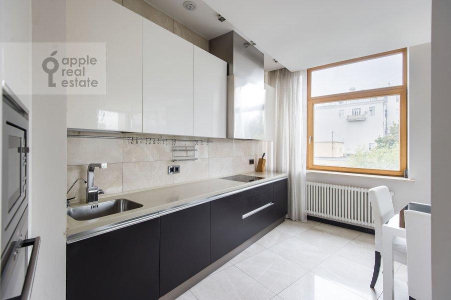Кухня в 4-комнатной квартире по адресу Скатертный переулок 18