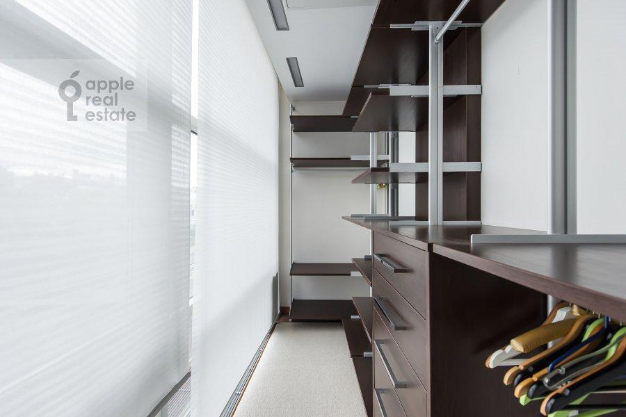 Гардеробная комната / Постирочная комната / Кладовая комната в 4-комнатной квартире по адресу Скатертный переулок 18