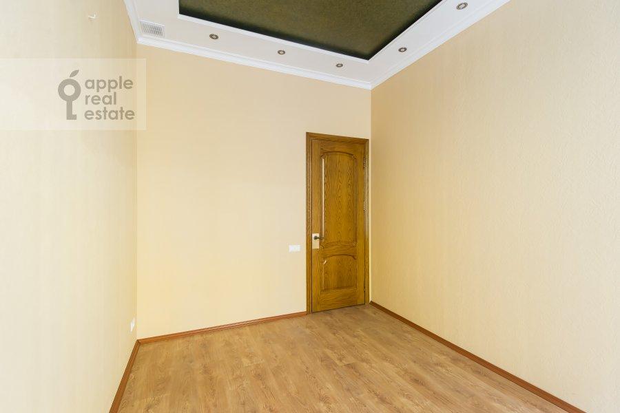 Спальня в 5-комнатной квартире по адресу Новая Басманная улица 25/2