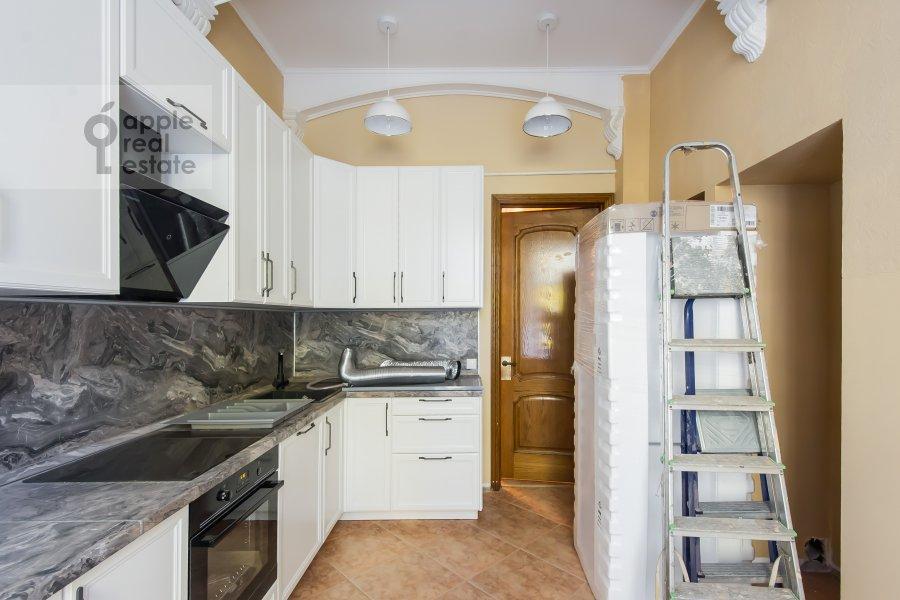 Кухня в 5-комнатной квартире по адресу Новая Басманная улица 25/2