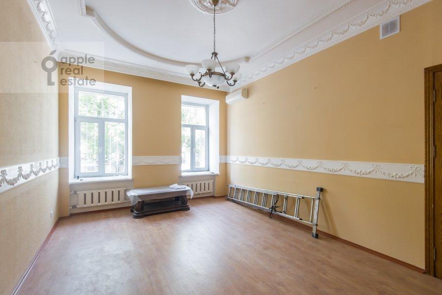 Гостиная в 5-комнатной квартире по адресу Новая Басманная улица 25/2