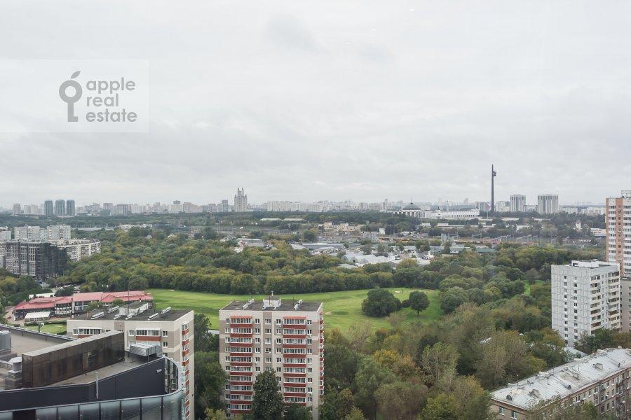 Вид из окна в 4-комнатной квартире по адресу Мосфильмовская улица 8