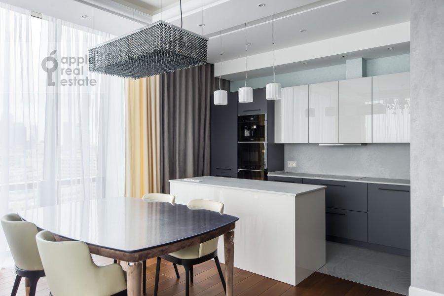 Кухня в 4-комнатной квартире по адресу Мосфильмовская улица 8
