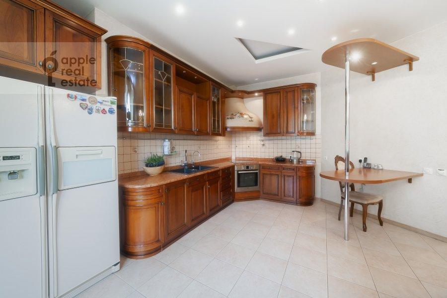 Kitchen of the 5-room apartment at Krasnoproletarskaya ulitsa 7