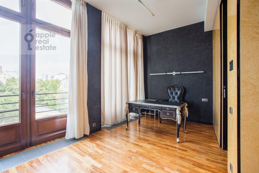Детская комната / Кабинет в 6-комнатной квартире по адресу Большой Левшинский переулок 11