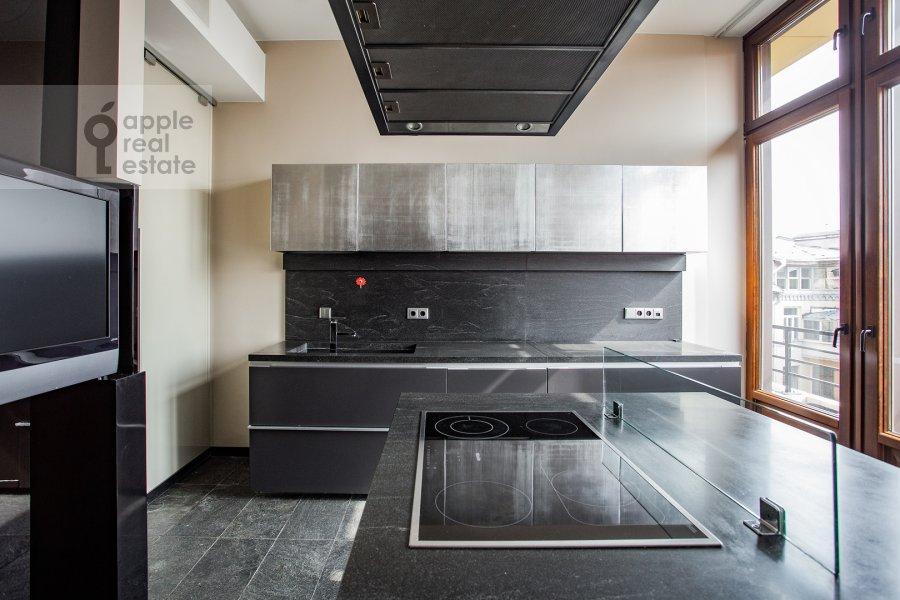 Кухня в 6-комнатной квартире по адресу Большой Левшинский переулок 11