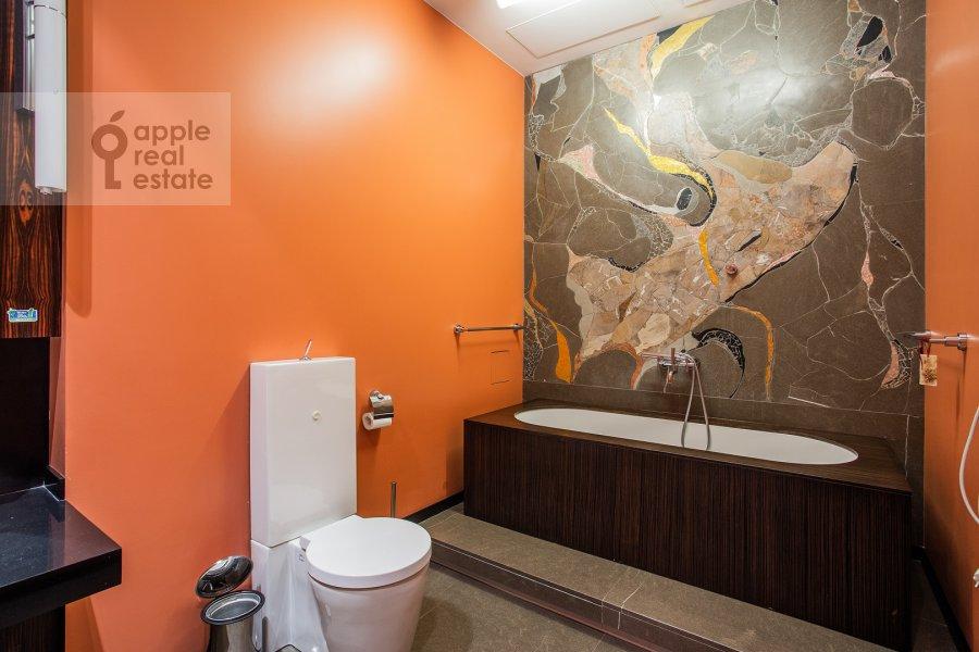 Санузел в 6-комнатной квартире по адресу Большой Левшинский переулок 11