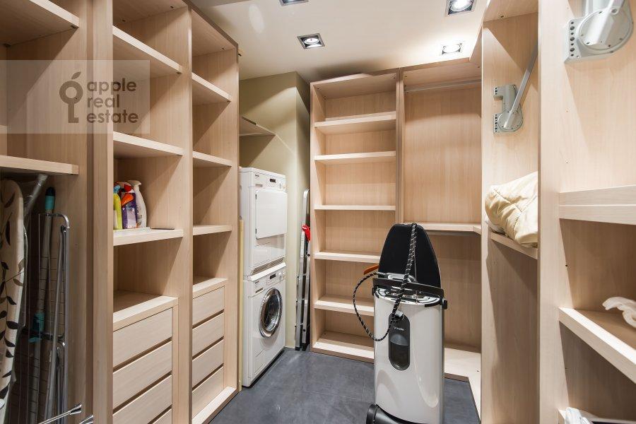 Walk-in closet / Laundry room / Storage room of the 3-room apartment at Staropimenovskiy pereulok 10
