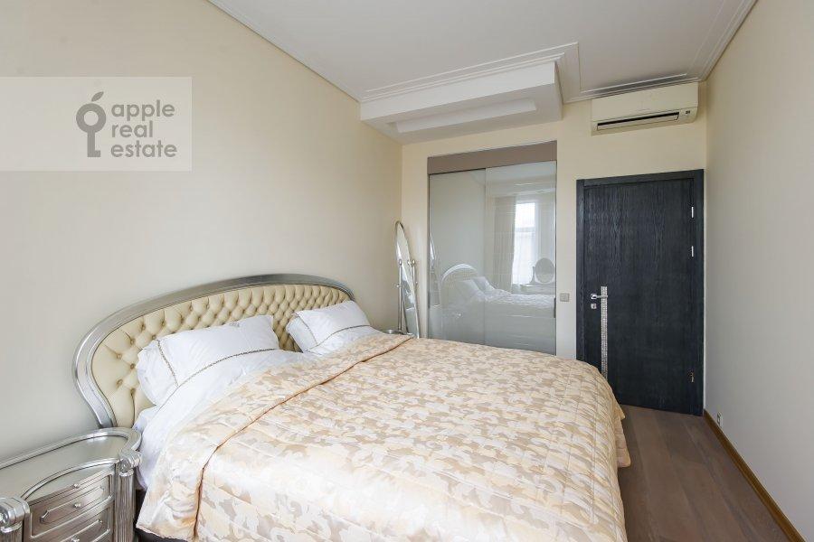 Bedroom of the 3-room apartment at Staropimenovskiy pereulok 10
