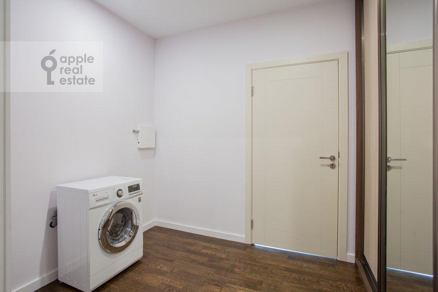 Walk-in closet / Laundry room / Storage room of the studio apartment at Presnenskaya naberezhnaya 8s1