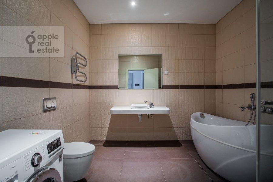 Bathroom of the 2-room apartment at Presnenskaya naberezhnaya 8s1
