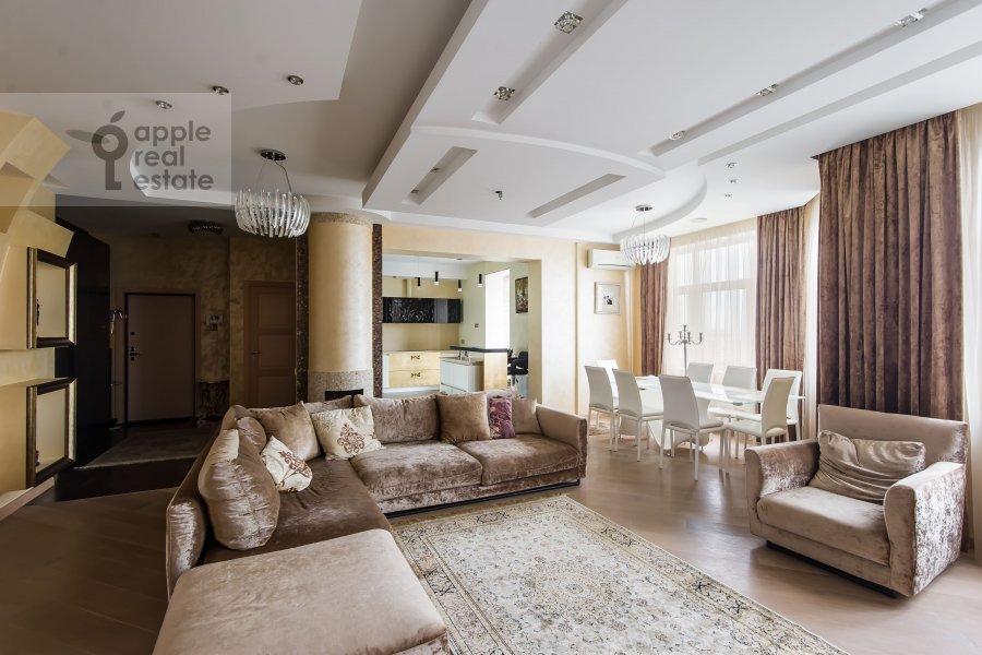 Living room of the 3-room apartment at Michurinskiy prospekt 3
