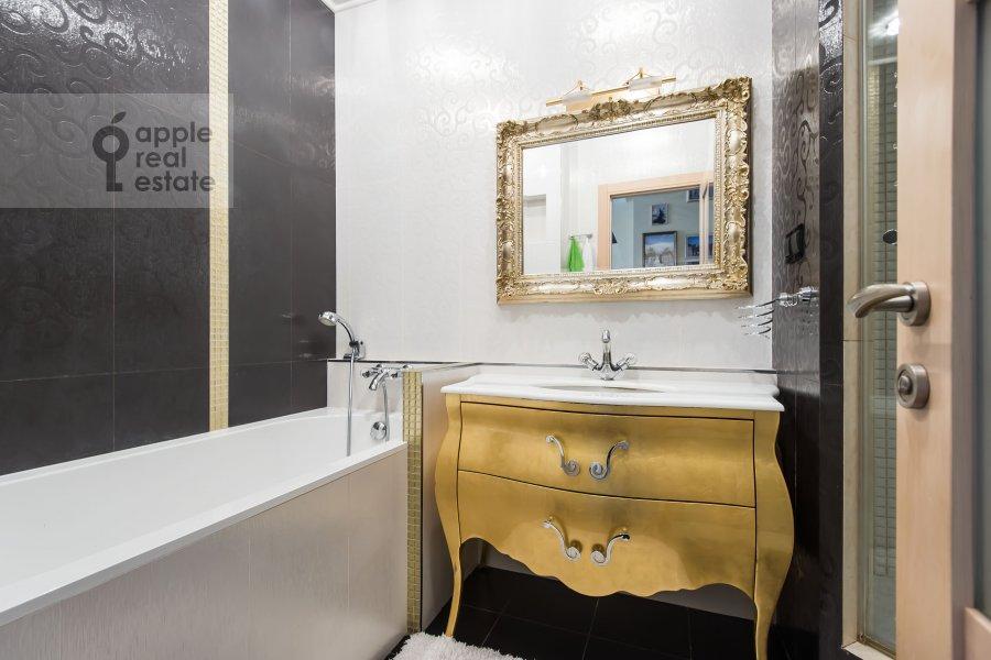 Bathroom of the 3-room apartment at Michurinskiy prospekt 3