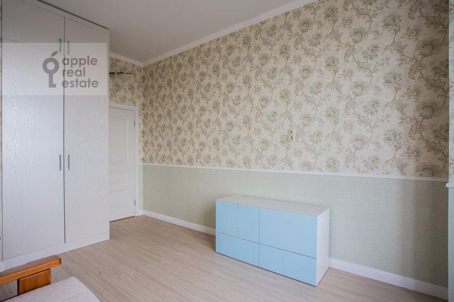 Children's room / Cabinet of the 4-room apartment at Shelepikhinskaya naberezhnaya 34k2