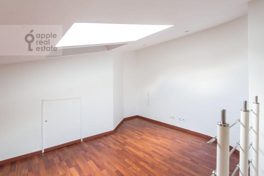 Bedroom of the 3-room apartment at Starokonyushennyy pereulok 5/14