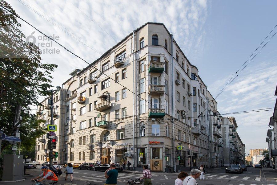 Photo of the house of the 3-room apartment at Starokonyushennyy pereulok 5/14