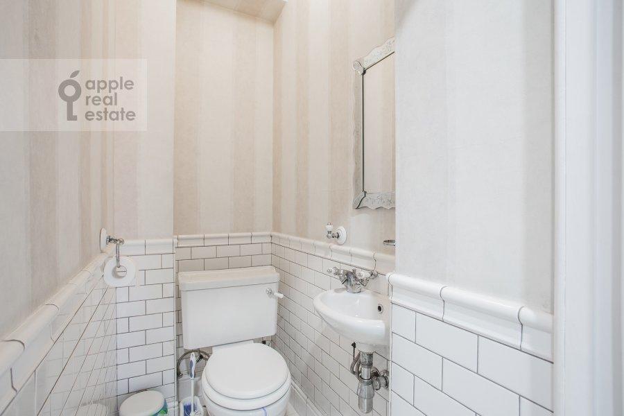 Санузел в 4-комнатной квартире по адресу Мясницкая улица 17С2