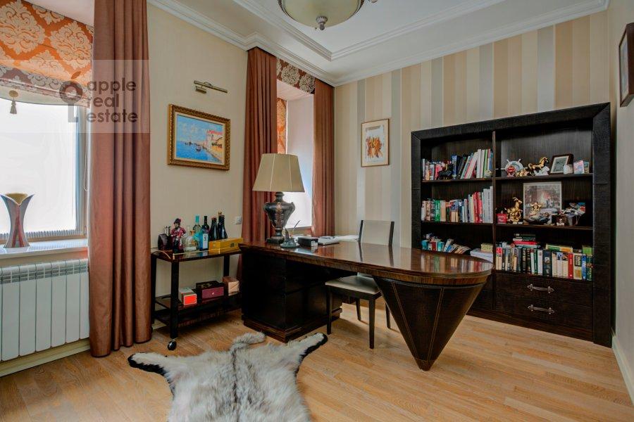 Детская комната / Кабинет в 4-комнатной квартире по адресу Пушкарев переулок 11