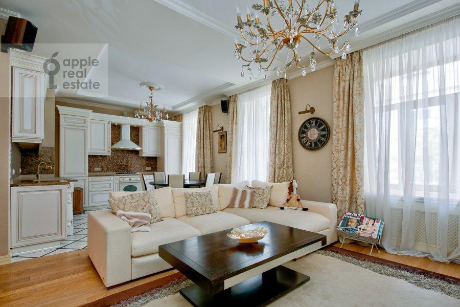 Гостиная в 4-комнатной квартире по адресу Пушкарев переулок 11