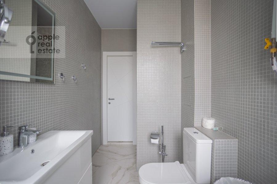 Санузел в 3-комнатной квартире по адресу 3-я Тверская-Ямская улица 12с3