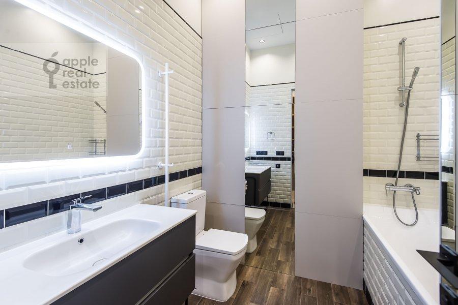 Bathroom of the 2-room apartment at Povarskaya ulitsa 8/1k1