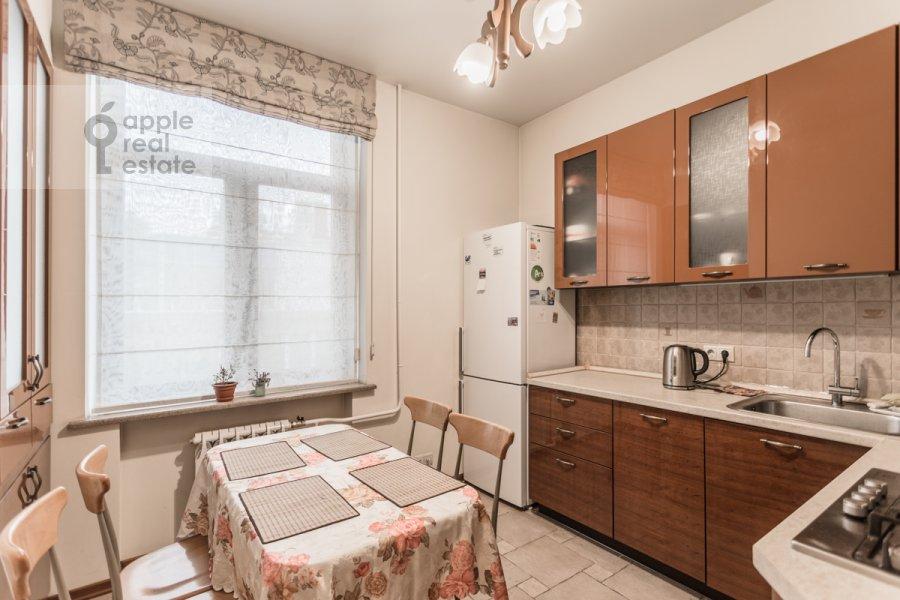 Кухня в 2-комнатной квартире по адресу Валовая ул. 6/8