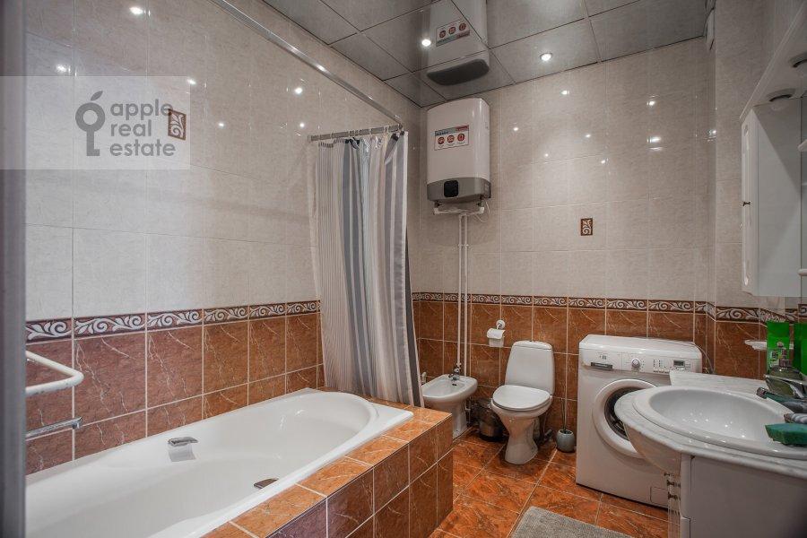 Bathroom of the 3-room apartment at Tverskaya ul. 4
