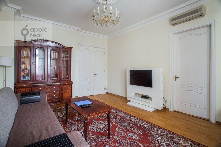 Living room of the 3-room apartment at Tverskaya ul. 4