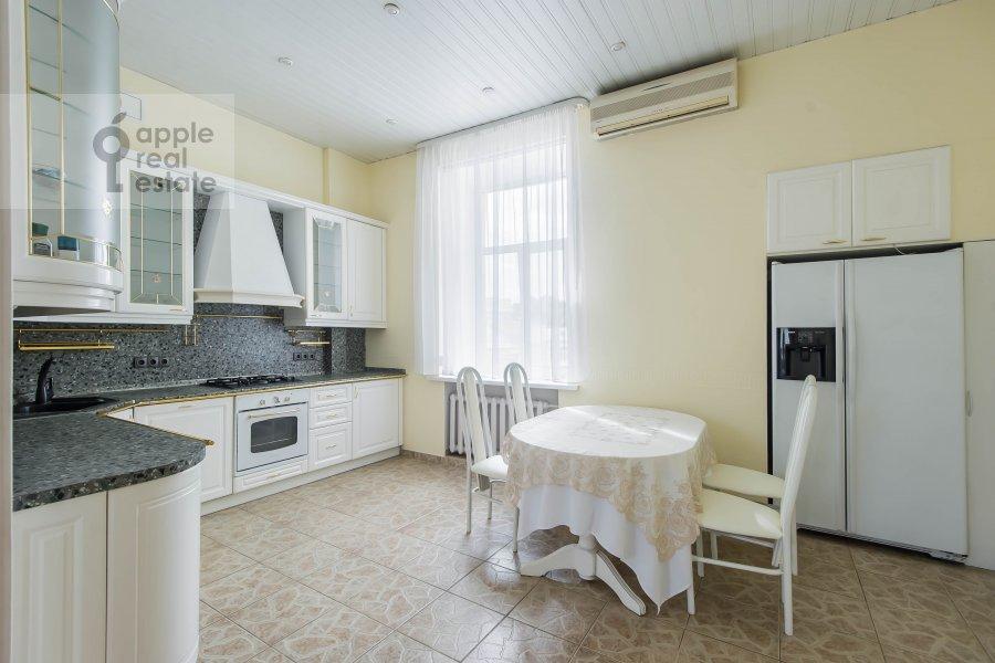 Кухня в 5-комнатной квартире по адресу Мясницкая ул. 15