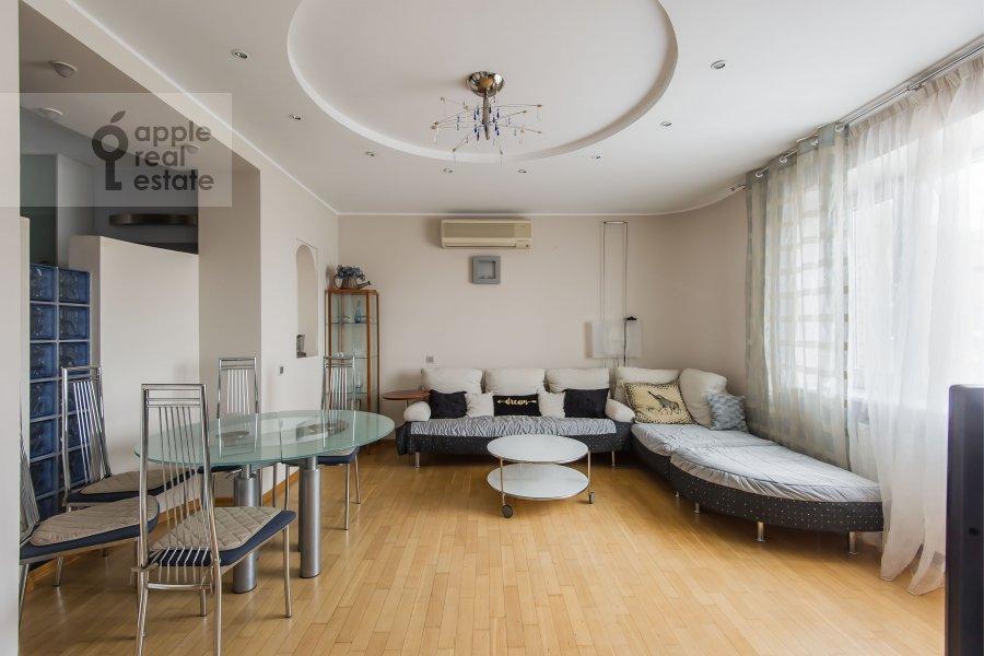 Гостиная в 3-комнатной квартире по адресу Таганская ул. 44