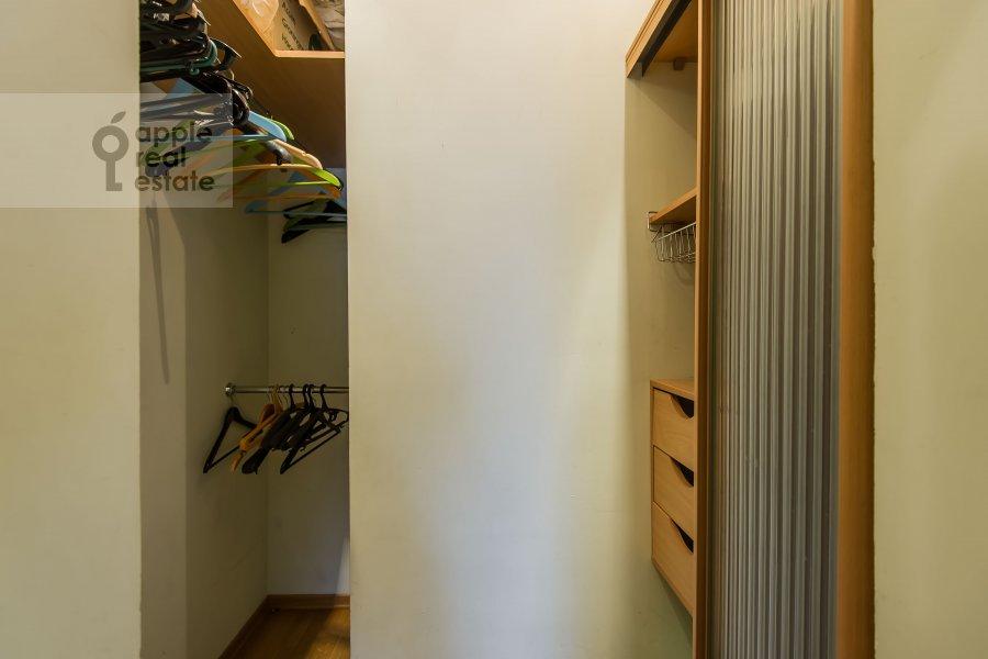 Гардеробная комната / Постирочная комната / Кладовая комната в 3-комнатной квартире по адресу Таганская ул. 44