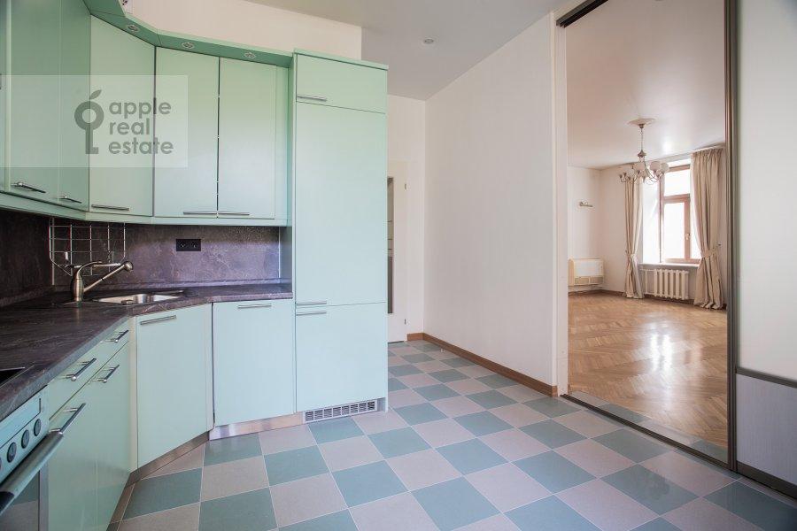 Кухня в 5-комнатной квартире по адресу Афанасьевский Большой пер. 41