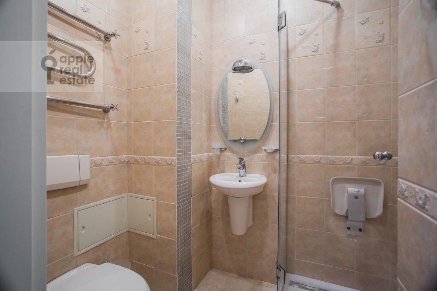 Санузел в 5-комнатной квартире по адресу Афанасьевский Большой пер. 41