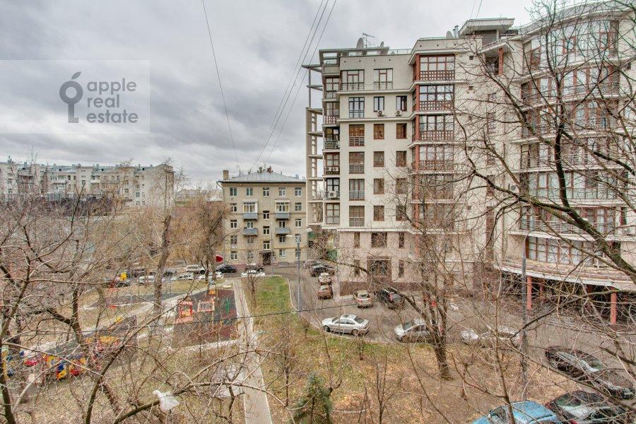Вид из окна в 1-комнатной квартире по адресу Якиманка Большая ул. 52