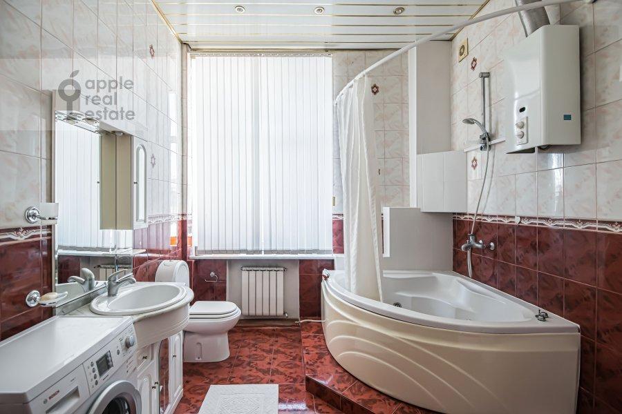 Bathroom of the 4-room apartment at Milyutinskiy per. 19/4s1