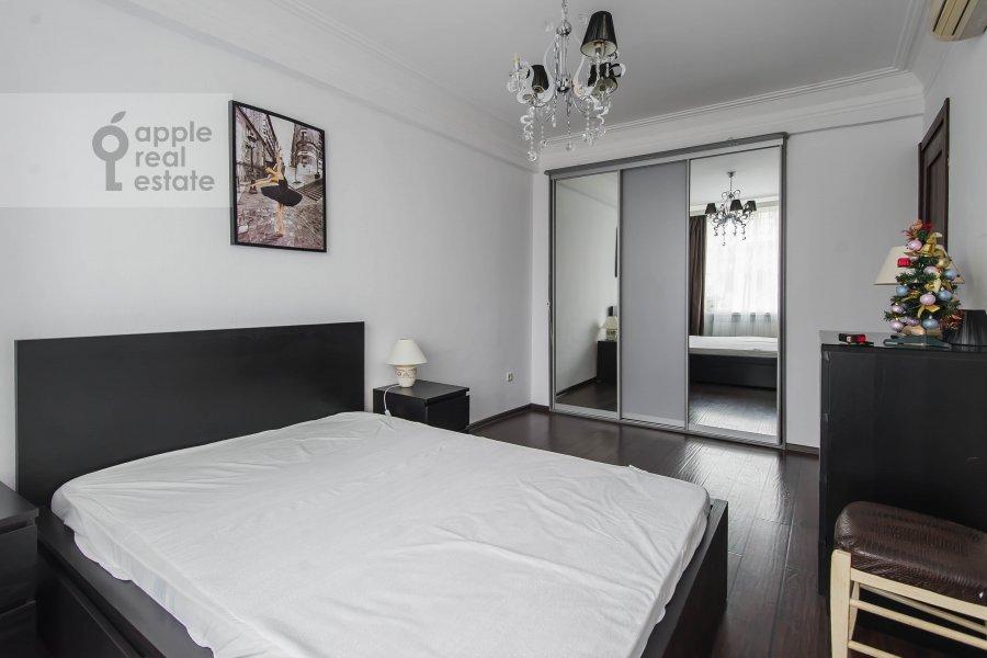 Bedroom of the 3-room apartment at Arbat Novyy ul. 26