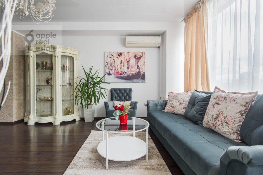 Living room of the 3-room apartment at Arbat Novyy ul. 26