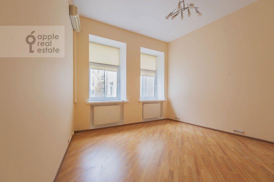 Спальня в 4-комнатной квартире по адресу Машкова ул. 17