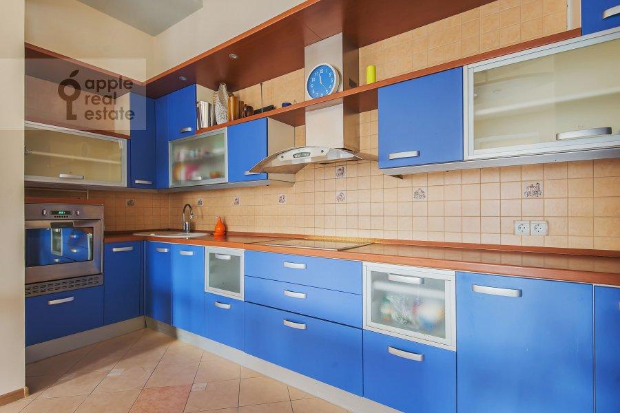 Кухня в 4-комнатной квартире по адресу Машкова ул. 17