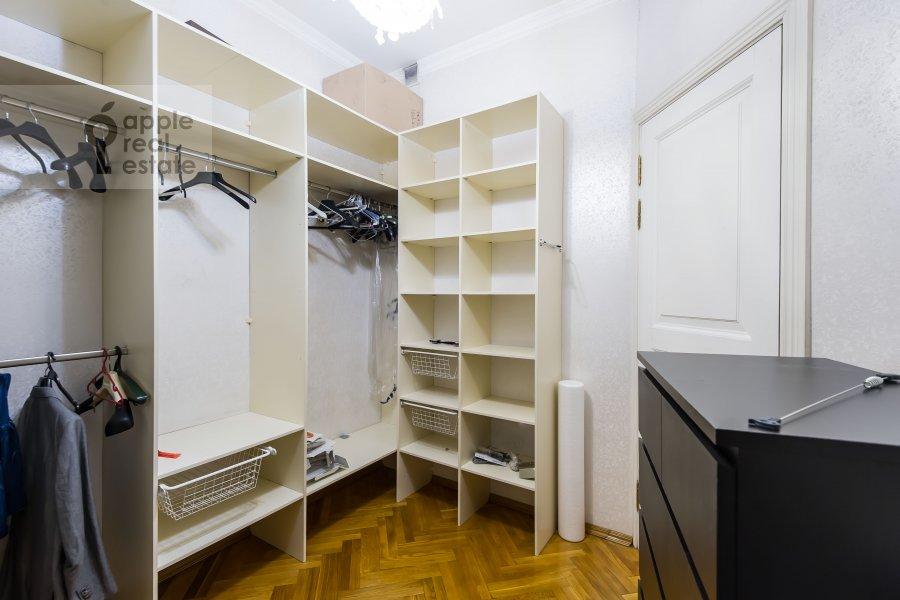 Walk-in closet / Laundry room / Storage room of the 3-room apartment at Dmitrovka Malaya ul. 29