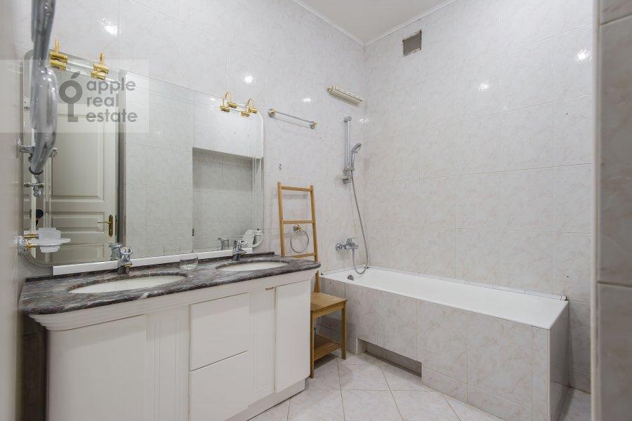 Bathroom of the 3-room apartment at Dmitrovka Malaya ul. 29